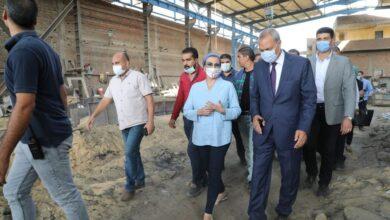 Photo of وزيرة البيئة ومحافظ القليوبية يتفقدان عددًا من المنشآت الصناعية بمنطقة العكرشة بالقليوبية