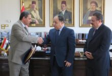 Photo of وزير المالية يكرم رئيس مأمورية ضرائب الشركات المساهمة لرفضه تلقي رشوة