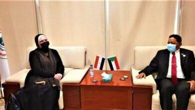 Photo of وزيرة التجارة والصناعة تختتم مباحثاتها مع كبار المسئولين بالحكومة السودانية