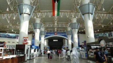 Photo of الكويت تمدد قرار عدم دخول الاجانب البلاد ..وتفرض حظر تجول ١٢ ساعة يوميا لمدة شهر