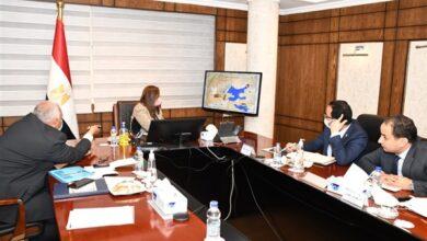 Photo of وزيرة التخطيط ومحافظ الوادي الجديد يناقشان مشروع الجذب السكاني للمحافظة