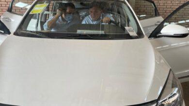 """Photo of وزير قطاع الأعمال العام يزور """"النصر للسيارات"""" ويتفقد 13 سيارة """"E70"""" واردة من شركة دونج فونج الصينية لعمل الاختبارات لها في الأجواء المصرية"""