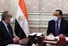 Photo of رئيس الوزراء يتابع مع وزير الطيران المدني أعمال تطوير ورفع كفاءة مطار برج العرب الدولي
