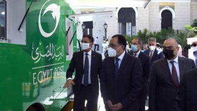 Photo of رئيس الوزراء يتفقد إحدى سيارات البريد المتنقلة