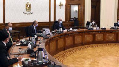 Photo of رئيس الوزراء يستعرض مع محافظ البنك المركزي المبادرات الموجهة لدعم القطاعات الاقتصادية المختلفة