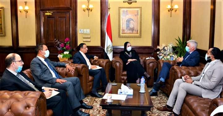 Photo of وزيرة التجارة والصناعة تبحث مع إحدى كبريات الشركات الامريكية المتخصصة في مجال الملابس الجاهزة ضخ استثمارات جديدة بالسوق المصري